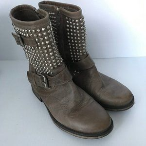 STEVE MADDEN Monicaa Studded Distressed Boots Sz 9